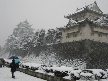 雪の名古屋城1