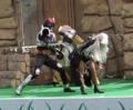 [仮面ライダー][キバ][ショー]尻ではじき返されるドッガハンマー