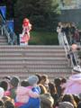 [プリキュア][ショー]階段からライダーノリでキュアエース登場!